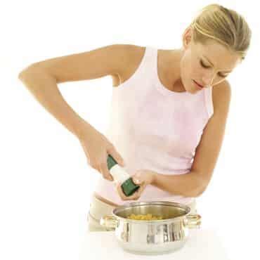 femme en cuisine femme cuisine l 39 hygiène des aliments