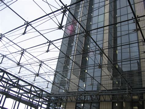 point fixed glass facade