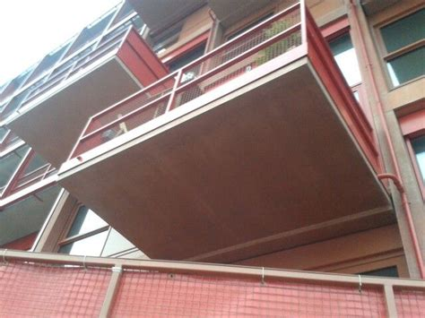 fenster laufen an umfassung balkon laufen mit blindelemente fenster zusammen
