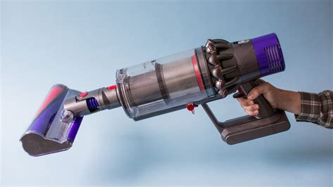 dyson akkusauger v10 dyson cyclone v10 vacuum review bigger isn t always better