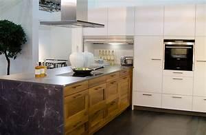 Küchen In Holzoptik : moderne einbauk che mit fronten in holzoptik holzk chen pinterest holz kuchen und holzoptik ~ Markanthonyermac.com Haus und Dekorationen