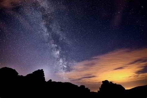 Glowing Night Sky These Stunning Photos Show Milky Way