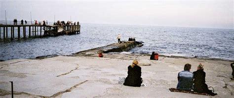 Sieviete pie jūras - Rīgas Laiks