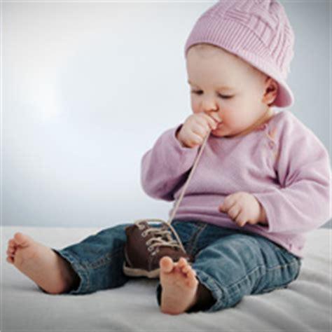 bebe 6 mois tient pas assis 192 quel 226 ge b 233 b 233 tient assis