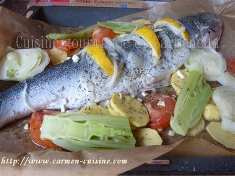 cuisiner le bar en papillote recettes de papillote par saumon entier cuit en