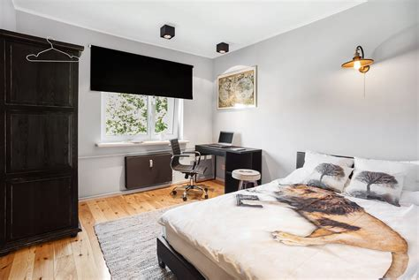 single bed bedroom   large  bedroom   floor