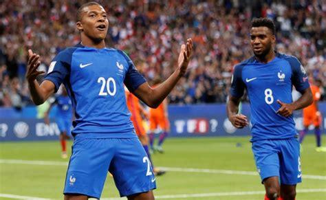 أمسى منتخب فرنسا على بعد خطوة واحدة من الفوز بكأس العالم للمرة الثانية في تاريخه بعد فوزه على منتخب بلجيكا برأسية. منتخب فرنسا يواجه إيرلندا ودياً استعداداً للمونديال