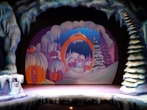 Grinch Backdrop by Rebuilding The Whoville Scenery Drop Book