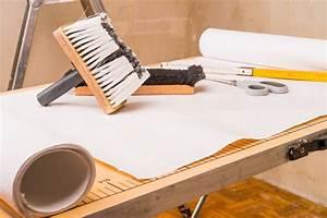 Vinyltapete Tapezieren Tipps : tapezieren kosten selbst machen oder handwerker ~ Markanthonyermac.com Haus und Dekorationen