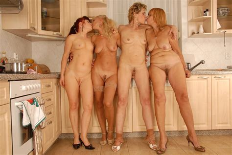 Igr In Gallery Naked Woman In Group Interior