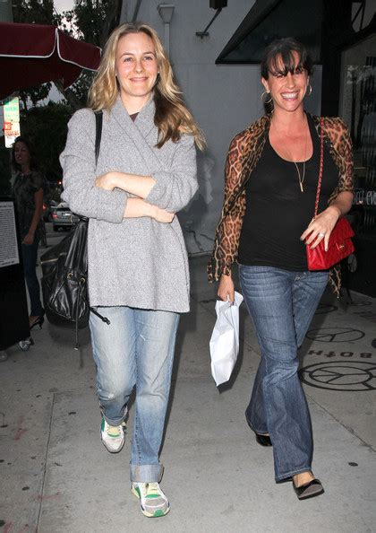 Pregnant Alanis Morissette & Pal Alicia Silverstone Out in ...