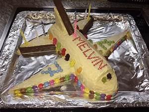 Geburtstagskuchen als 'Spaceshuttle' oder 'Raketenkuchen