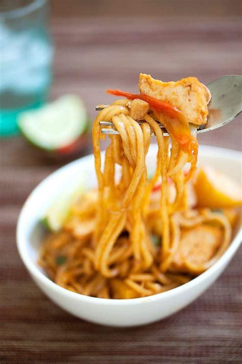 veggie mee goreng fried noodles  zesty malaysian