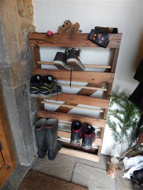 diy pallet  dowels shoe rack pallet furniture plans