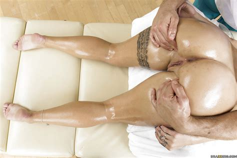Oiled Pornstar Cameron Canada Wouldn T Mind To Have Hardcore Anal Fuck