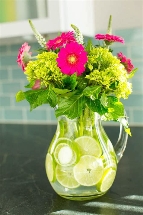 floral centerpieces 11 simple and stylish diy floral centerpieces 10 tips for easy entertaining hgtv