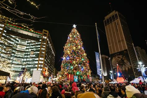Detroit S Tree Lighting Kicks Off Downtown Holiday