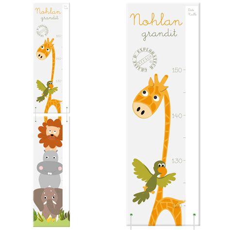 univers chambre bébé toise en bois personnalisée girafe et autres animaux de la