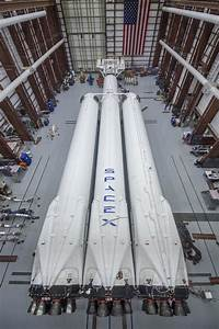SpaceX unveils new Falcon Heavy rocket before January ...