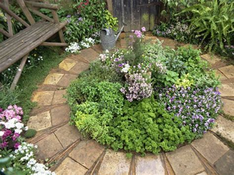 25+ Best Ideas About Small Herb Gardens On Pinterest