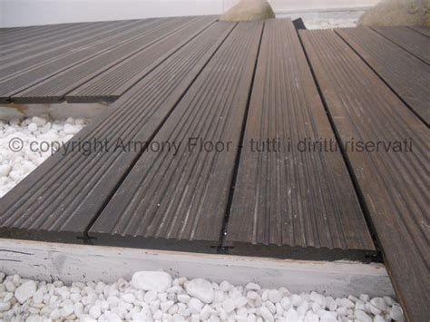pavimento legno esterno doghe in legno per esterni elementi e dimensioni