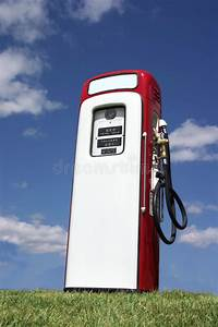 Vieille Pompe A Essence : vieille pompe d 39 essence photo stock image du gazon vieux 6094630 ~ Medecine-chirurgie-esthetiques.com Avis de Voitures