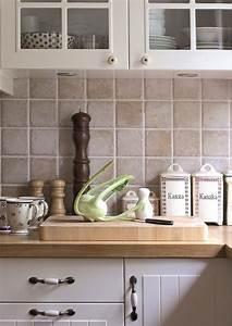 Folie Für Fliesen Küche : die besten 25 klebefolie f r fliesen ideen auf pinterest k che klebefolie k chenfliese diy ~ Markanthonyermac.com Haus und Dekorationen
