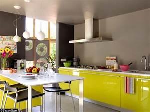 peinture murale cuisine jaune avec decoration cuisine bleu With idee deco cuisine avec cuisine gris et vert