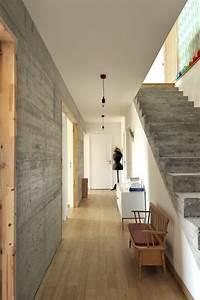 maison contemporaine beton bois a rochetoirin fabien With maison en beton banche 2 mlel dank architectes