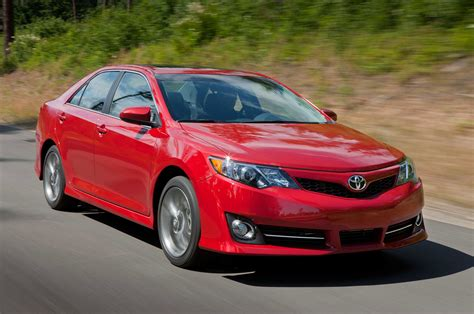 2014 Toyota Camry Se Three Quarters In Motion Front View
