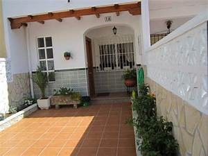 Townhouse With Patios  Bbq  Free Wifi And Parking At 5  U0026 39 On