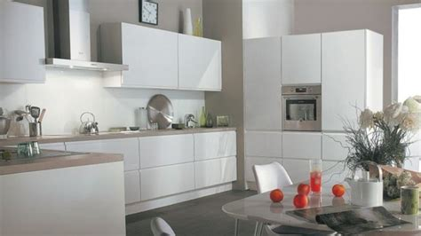 cuisine blanche et mur gris stunning cuisine blanche couleur mur photos joshkrajcik