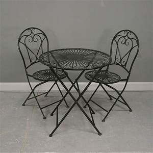Salon De Jardin En Fer : salon de jardin en fer forg noir avec deux chaises ~ Teatrodelosmanantiales.com Idées de Décoration
