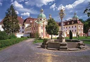 Kloster Marienthal Ostritz : bild kloster st marienthal mit dreifaltigkeitsbrunnen zu internationales begegnungszentrum st ~ Eleganceandgraceweddings.com Haus und Dekorationen