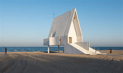 Stunning Seashore Chapel In China Appears To Float At High Tide