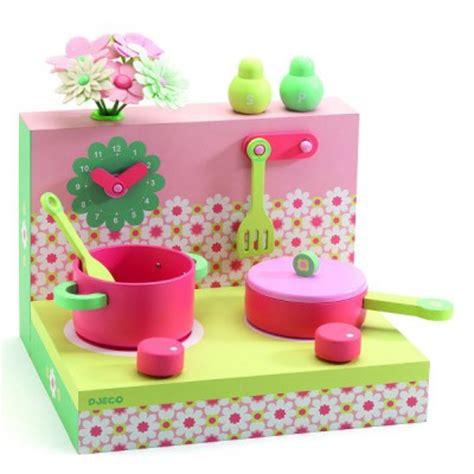 cuisine djeco cuisine les boîtes en bois cuisinière pastel jeux et