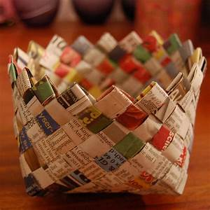 Pretty Little Pieces, Weave a Basket Out of Newspaper