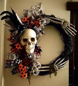 Deco Halloween Diy : best 25 halloween wreaths ideas on pinterest diy halloween wreaths witch wreath and witch ~ Preciouscoupons.com Idées de Décoration