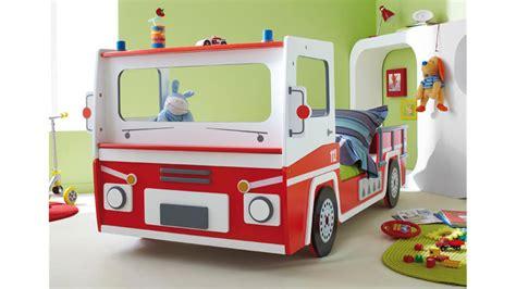 chambre garcon pompier feuerwehrauto sos kinderbett feuerwehrbett rot und weiß