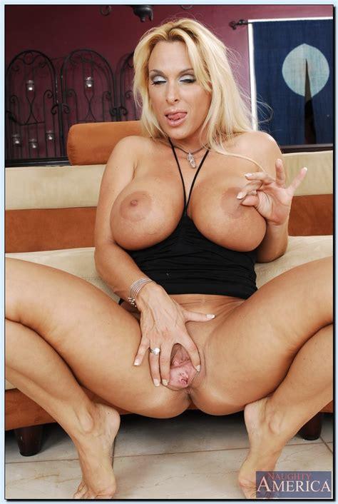 Holly Halston Spreading Pussy Rodman