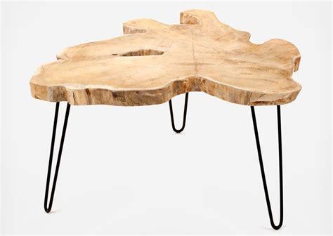 la table basse design takara en bois est en forme de tronc d arbre avec cette forme et ce
