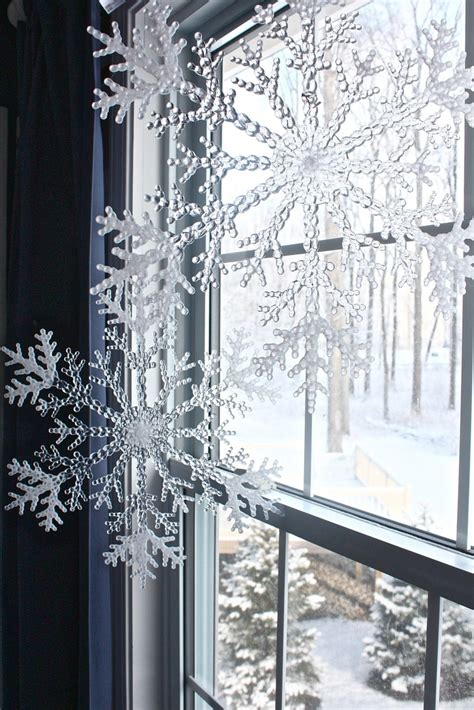 doing this in the kitchen windows by the table christmas