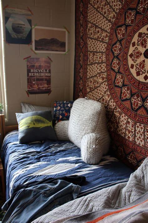 Tapestries = Dorm Necessity  #uooncampus Pinterest