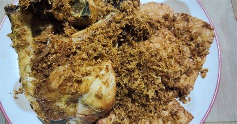 Bernama ayam goreng serundeng, ayam ini di olah dengan bumbu halus rempah ayam goreng sederhana. 5 Resep Ayam Serundeng, Sedap Dimakan Bersama Nasi!