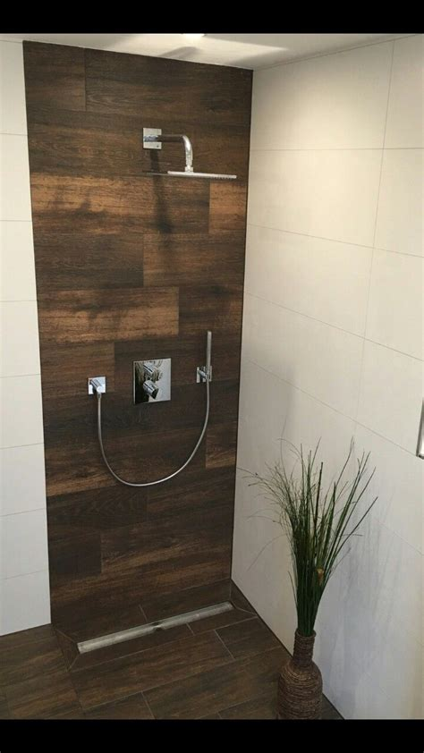 dusche holzoptik fliesen design   badezimmer