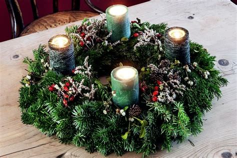 how to make your own christmas table decoration mirror