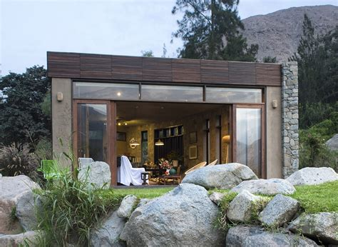 Modern House With Natural Materials Design Ideas