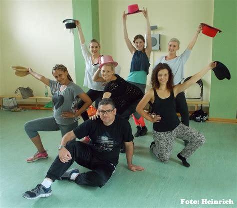 swing und walzer probenbeginn der tanzgruppe der