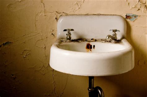 how to remove rust stains from sink how do you remove rust stains from sink maid services