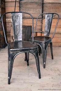 Chaise Metal Tolix : 22 best images about tolix chairs on pinterest industrial metal chairs and chair design ~ Teatrodelosmanantiales.com Idées de Décoration